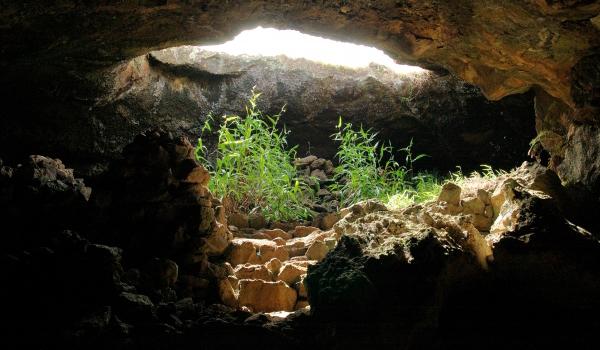 Die beeindruckene Höhle auf der Osterinsel